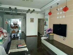 虹桥附近步梯房,三室两厅两卫,房龄新,小区环境优美,满足所需