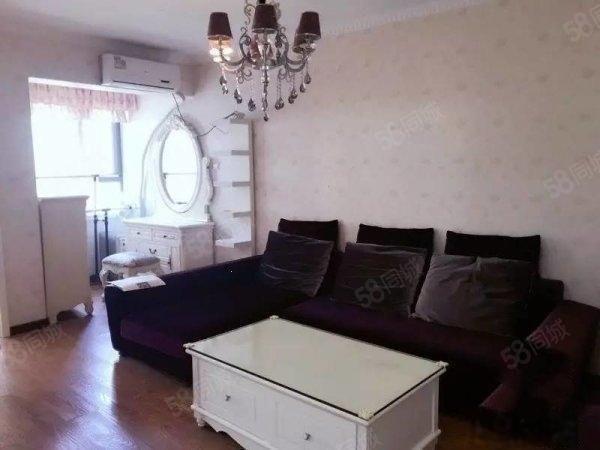 翰林居精装一室一厅临着CBD外环上班方便家具家电齐全