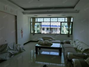 公路局对面城南车站内三室二厅带部分家具家电出租!