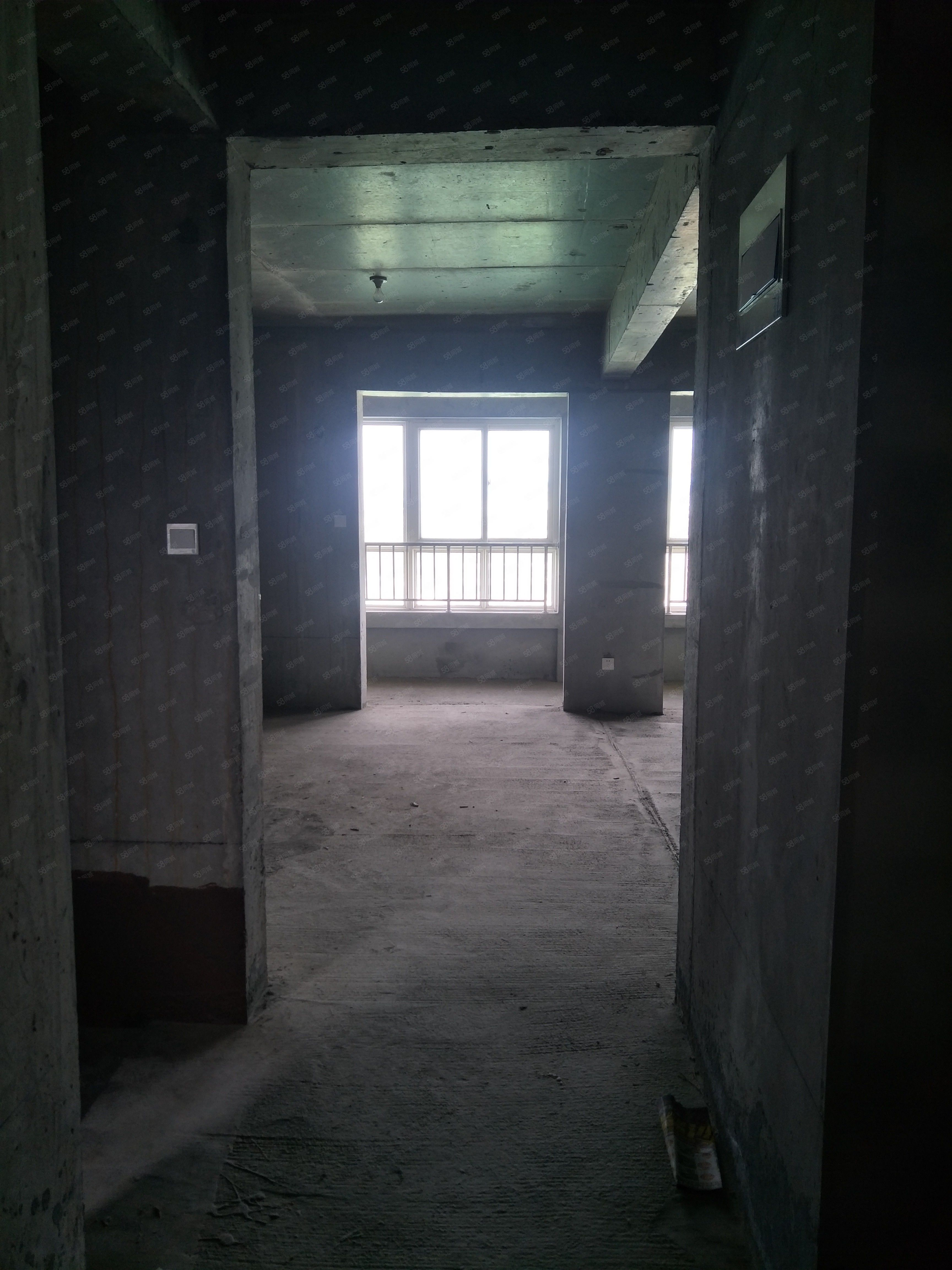西阳村十字《城投时代》三室两厅两卫可按揭