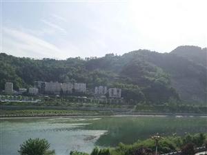 竹山《滨河花园》河景房精装三室122.55平米拎包入住