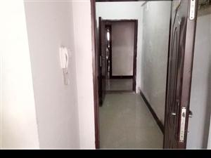 三远单身公寓带装修,赠送大露台。