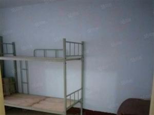 青松里南区2楼3室1厅75平。4张床衣柜沙发太阳能空调