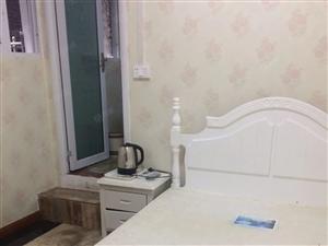 大碑巷4楼,精装一室带厕所。可月付,可短租