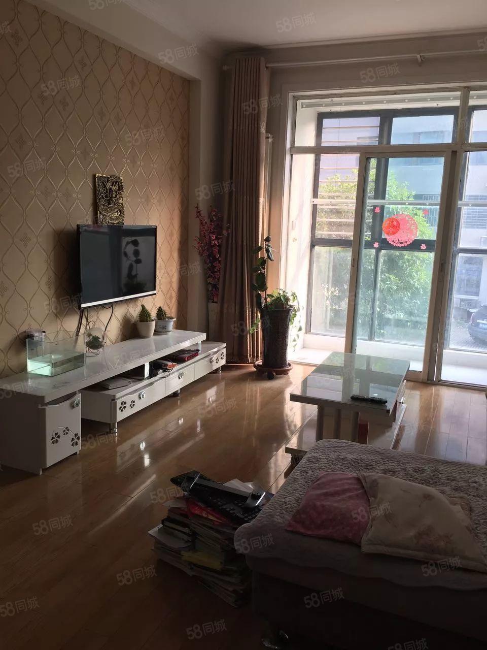 莲花街梦特区11号,100平方2室2厅,精装,2500每月!