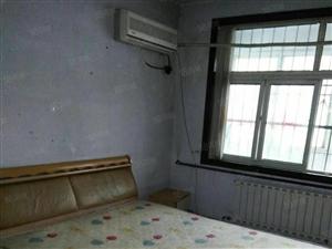 康美小区1楼大床空调壁橱热水器