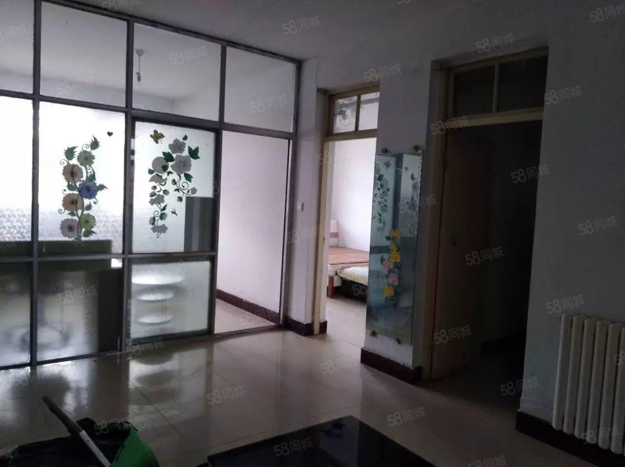 菱花小区,三室一厅,巨便宜,简装带地上储