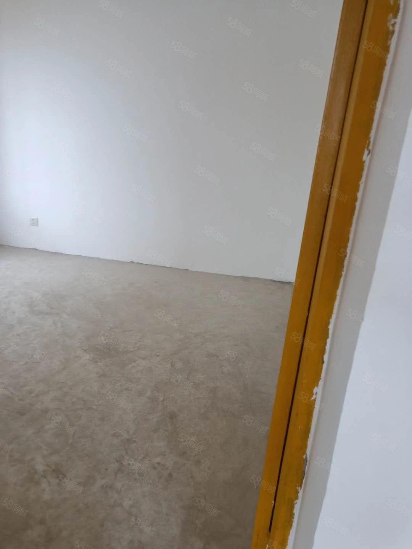 1室简装,无家具家电只要260一个月年付