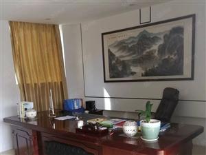 火车站旁写字楼、龙鑫华城办公用品齐全、带200平露台可做广告