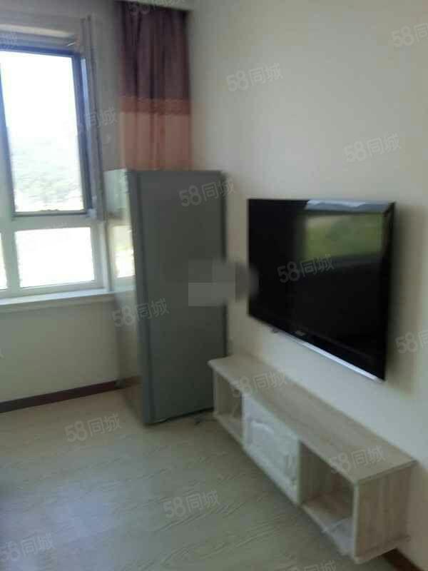 大禹城邦电梯11/20楼75平两室一厅1500不包取暖费设施