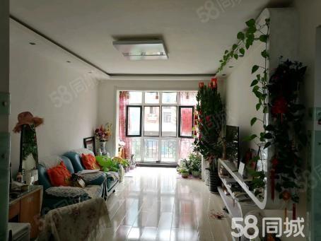 颐和苑小区,88平,精装修,拎包入住。楼层为2楼,不山不缝