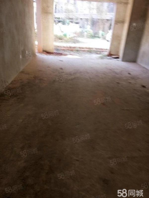 房东急售丹麓小镇1楼带花园带地下室不容错过