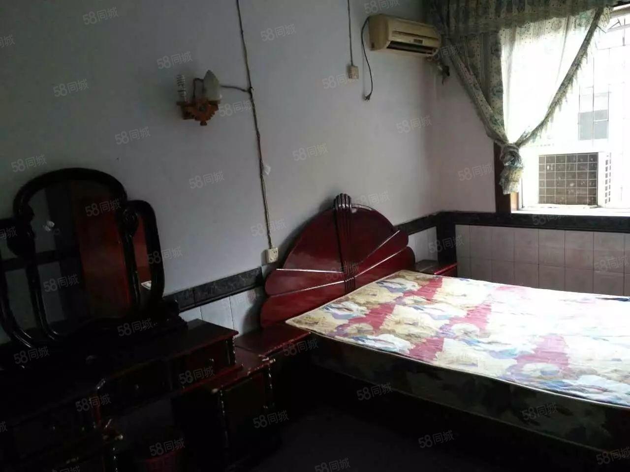 泸县二小区2室2厅1卫72平方住房出租!