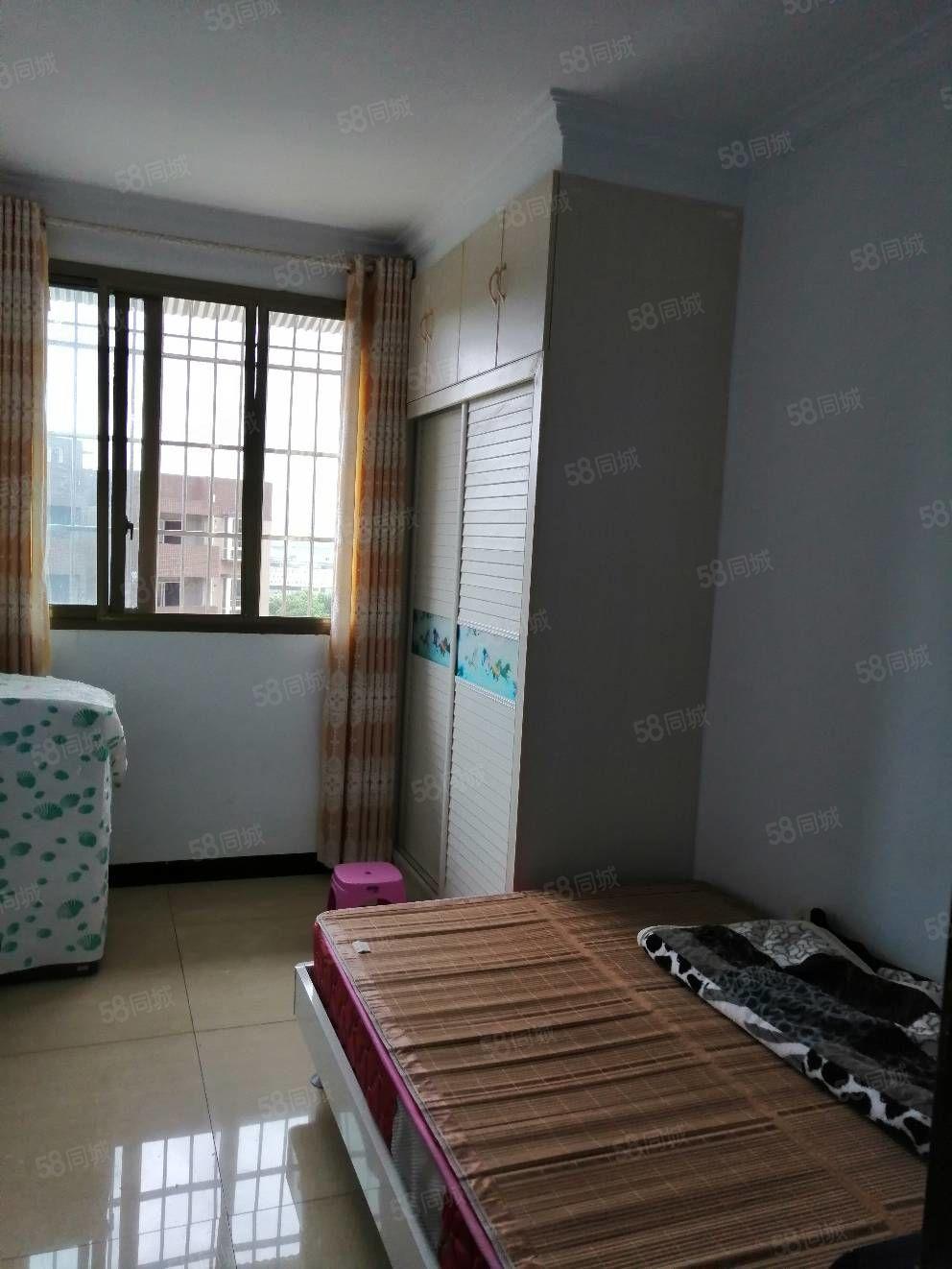 金山一品旁边楼梯房,五楼俩室一厅,装修家具家电空调