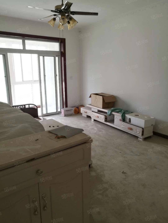 泛华新城,一楼简装两室,未入住,税满有证可按揭,全年采光无敌