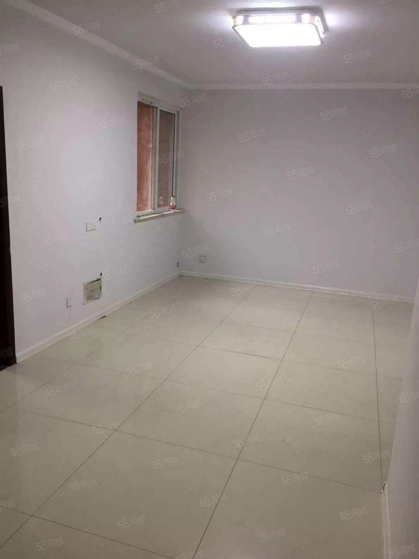 美高梅注册泊景城C区门口10楼两室2厅简装,空调桌子床9000一年