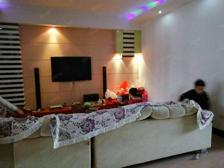 新区名居家园附近大四室带装修仅售两千多平米