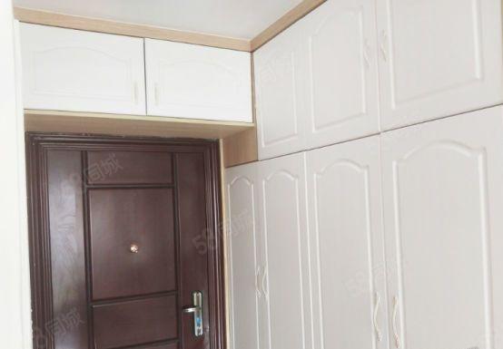 新华园,电梯单身公寓,有客厅,有阳台