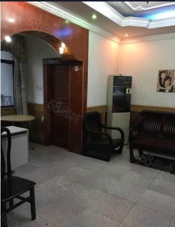 ZY石化三小旁6楼二室二厅出售大客厅