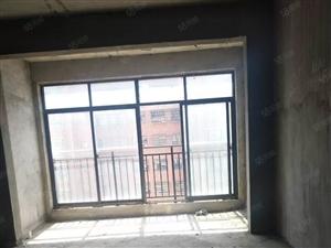 广场名苑电梯黄金楼层毛坯,可以直接过户,白菜价33.8万!