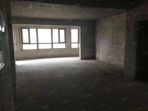 急售季景华庭136平米3室2卫,中间楼层,首付50万左右