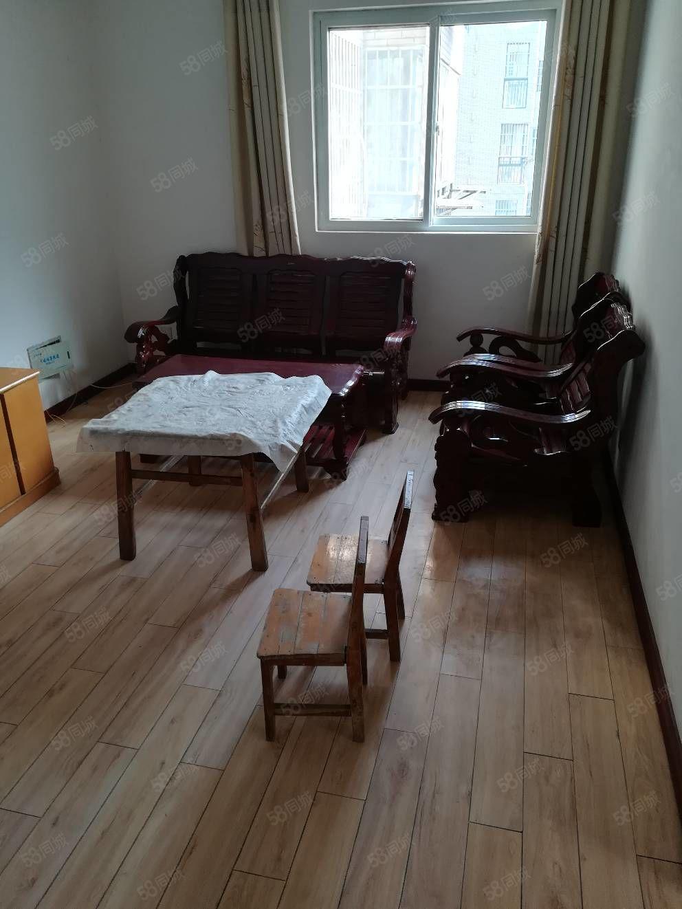 美高梅注册泊景城C区门口10楼两室2厅简装,空调桌子床沙发电视