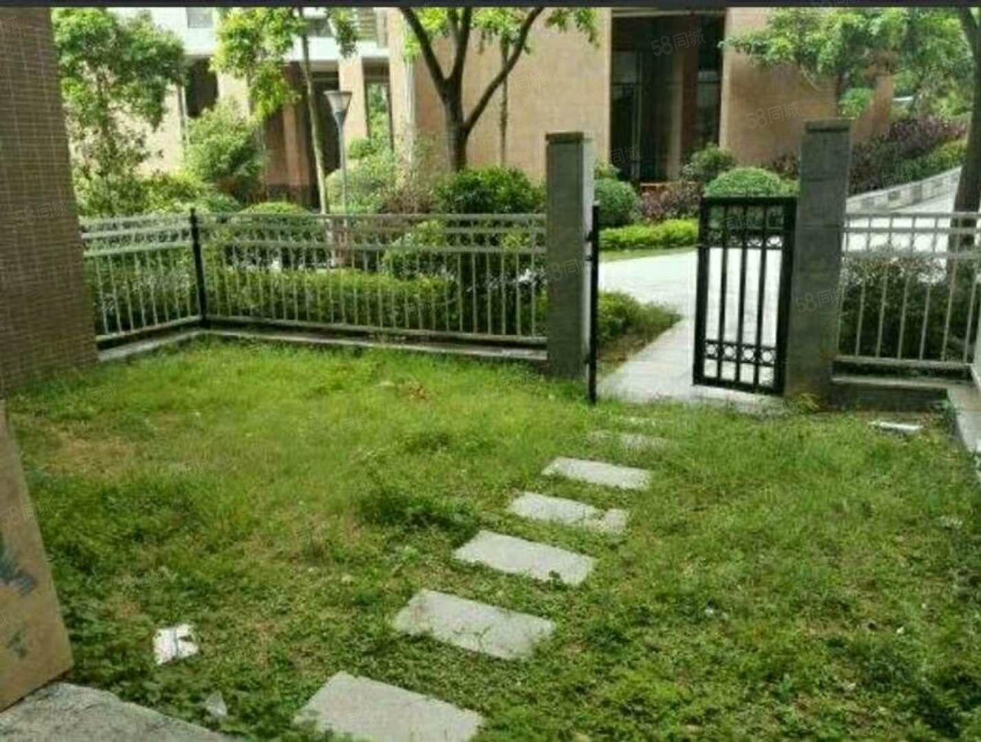 1楼自带花园自带停车位出行方便