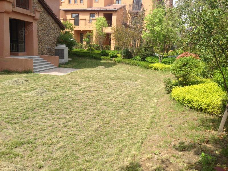 西西安小镇联排边户出售,送花园,送露台,小区中心位置