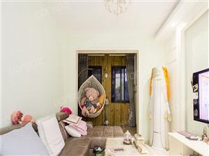 婚房装修拎包入住四周配套齐全,交通出行方便,小区环境好