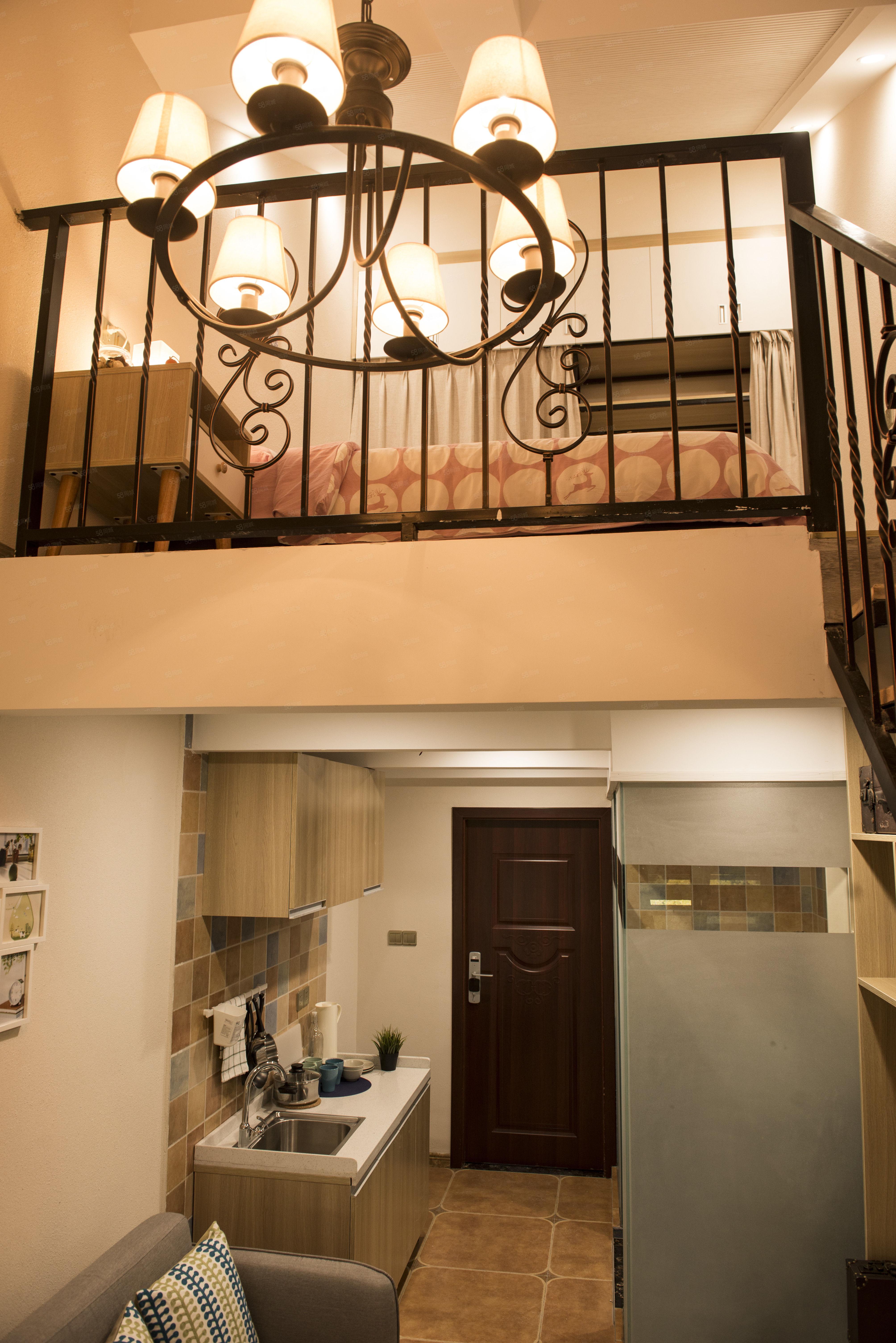 巢寓精装跃层,一室一厅一卫,租一送一