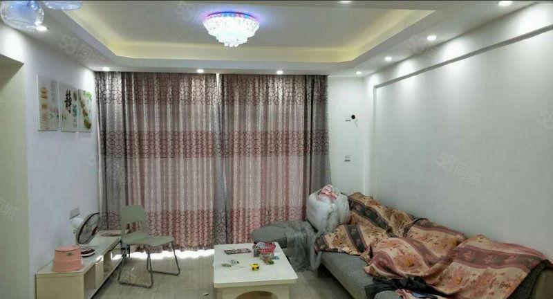 裕东雅筑、三房、家私家电齐全、拎包入住、只需1700元/月