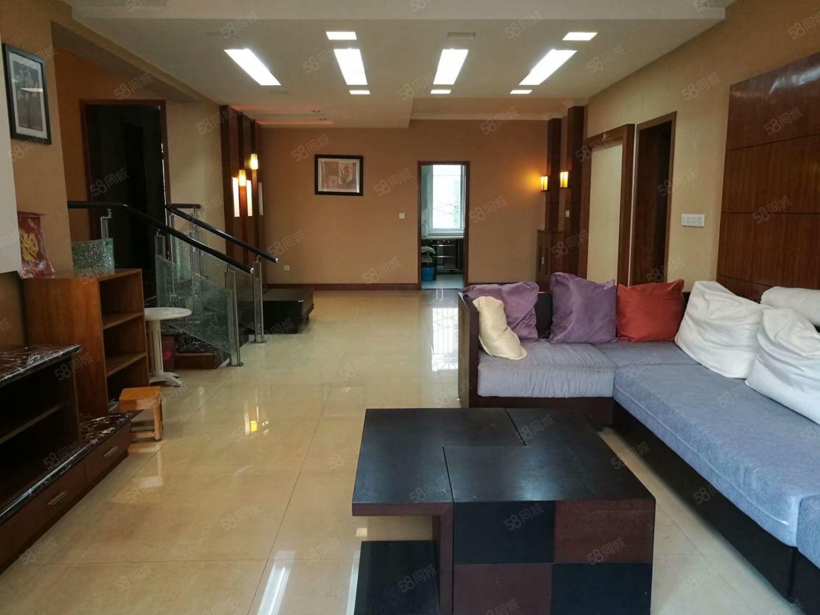 金帝花园中间层精装4房地板200元一张