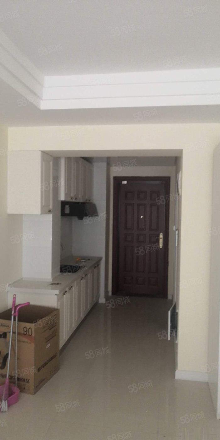 恒大御景湾1083元1室1厅1卫精装修,依山傍水,风景