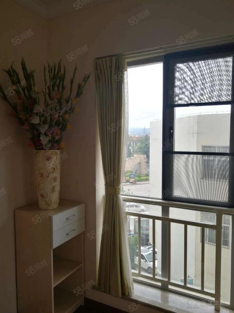 一中对面湖畔之城4楼精装1500元/月带家具3室