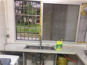 锦湖精装修1楼,1房1厅出租,每月700月,过时不候!