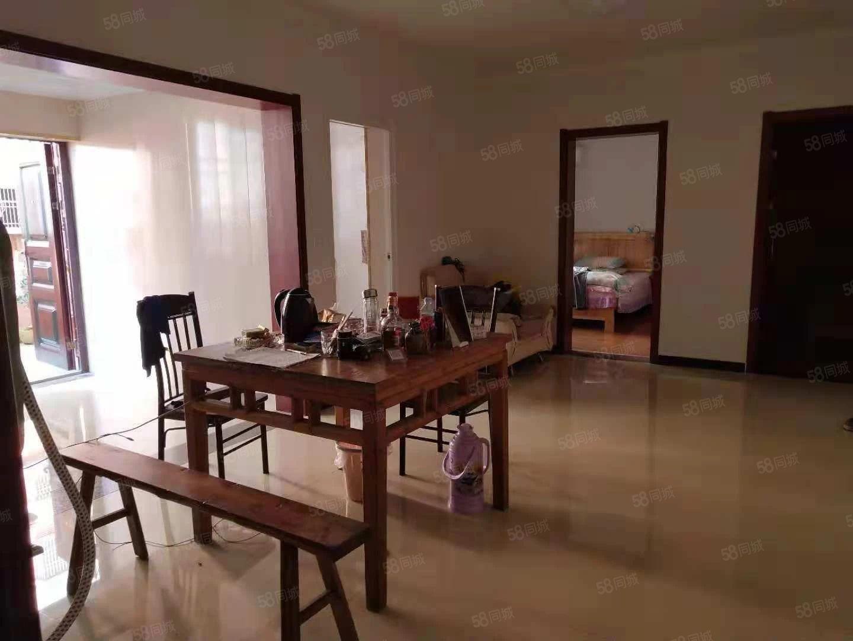 三合大市场精装两室一厅空调热水,家具家电齐全急租