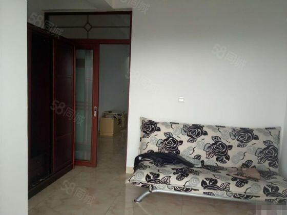 极中心1室1厅精装修,带全套家具家电,1200