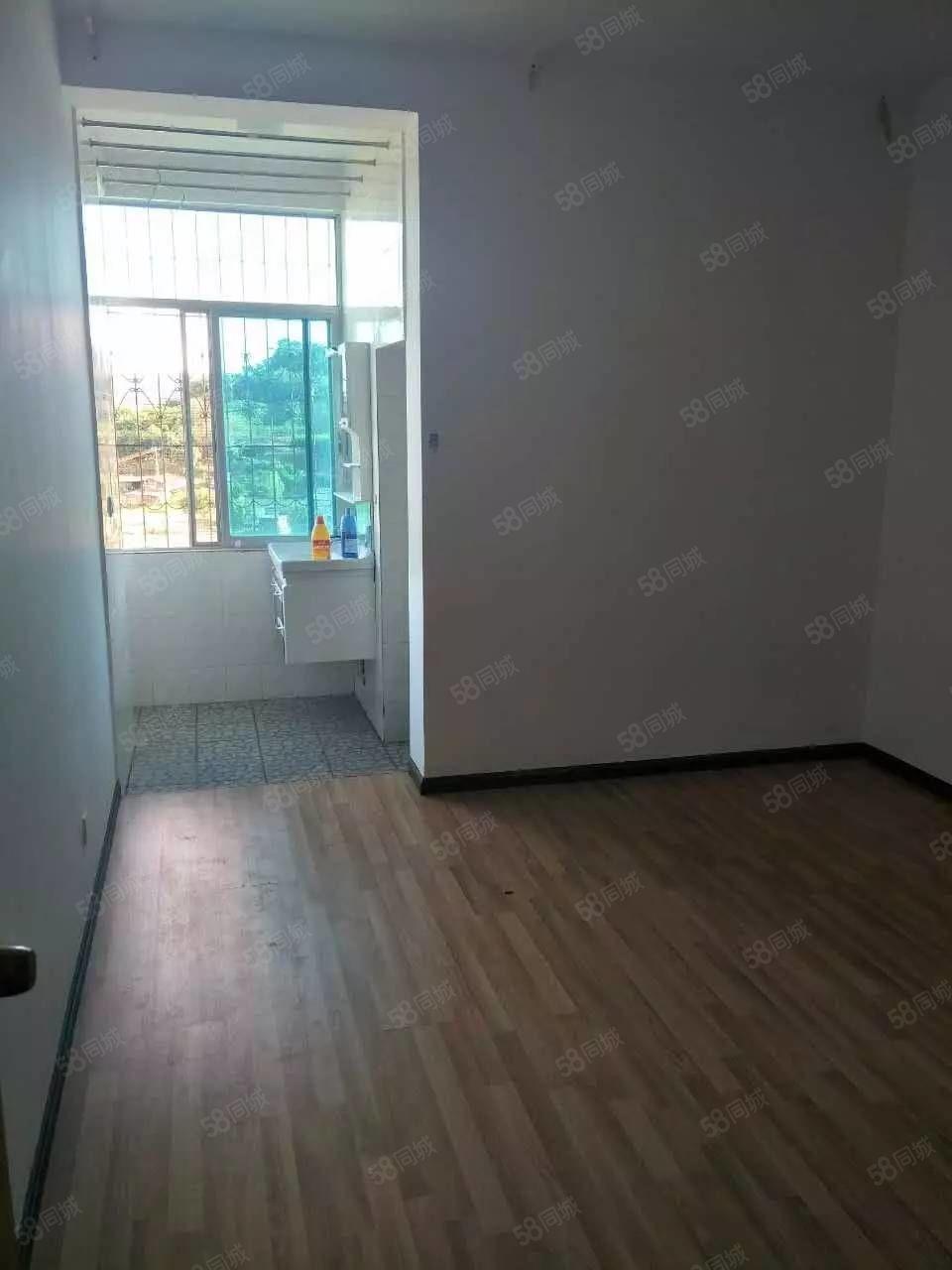 三木小区4室2厅2卫128.6平米38万