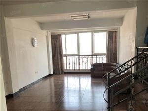 上江北简装三室三厅双卫,中等楼层,户型采光好。小区环境优美