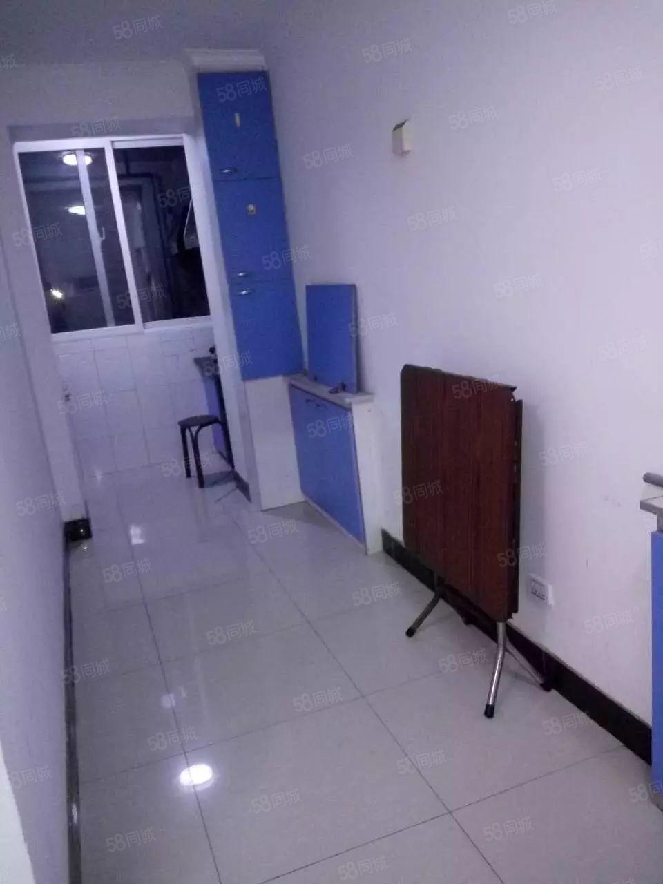 锦华佳苑二室一厅52平5层简单装修年租金7000元不包暖