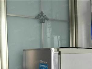盛世龙城一期精装修带家具家电。手续齐全,可贷款证过五年。