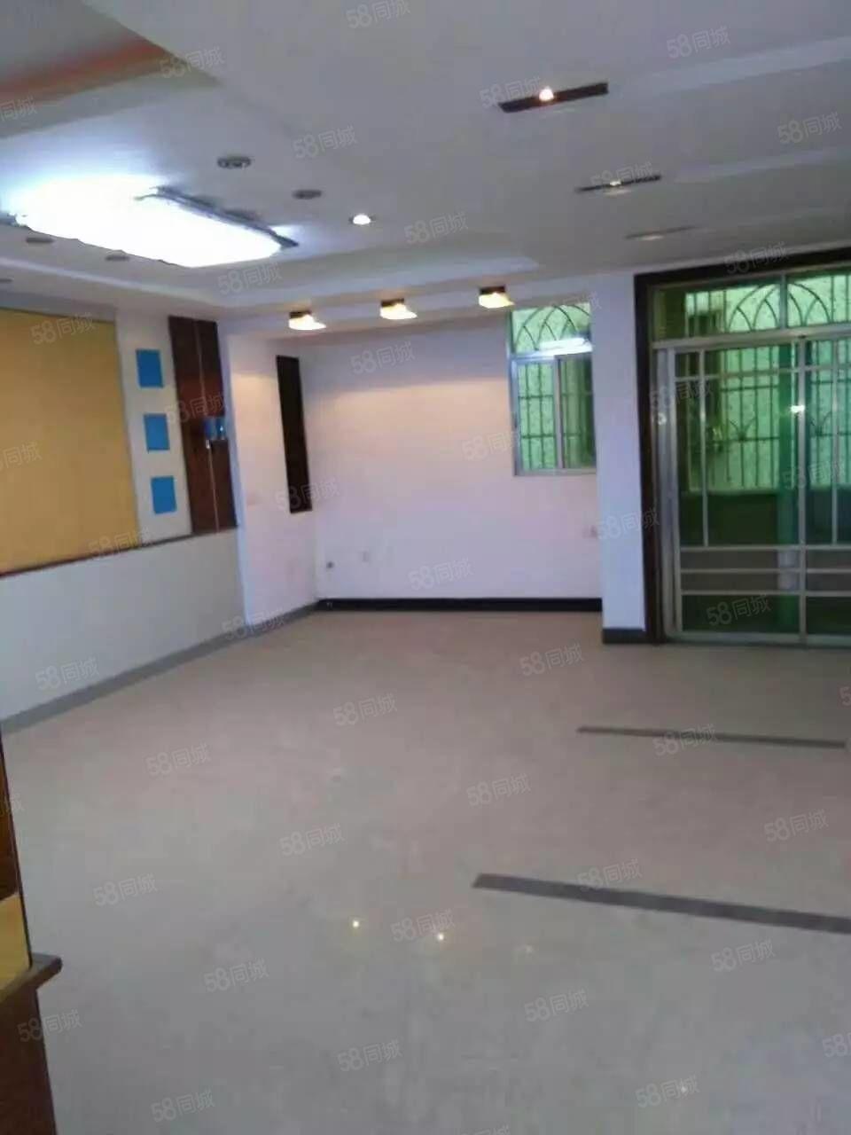 出租龙城邮政后面二排46层复式套房