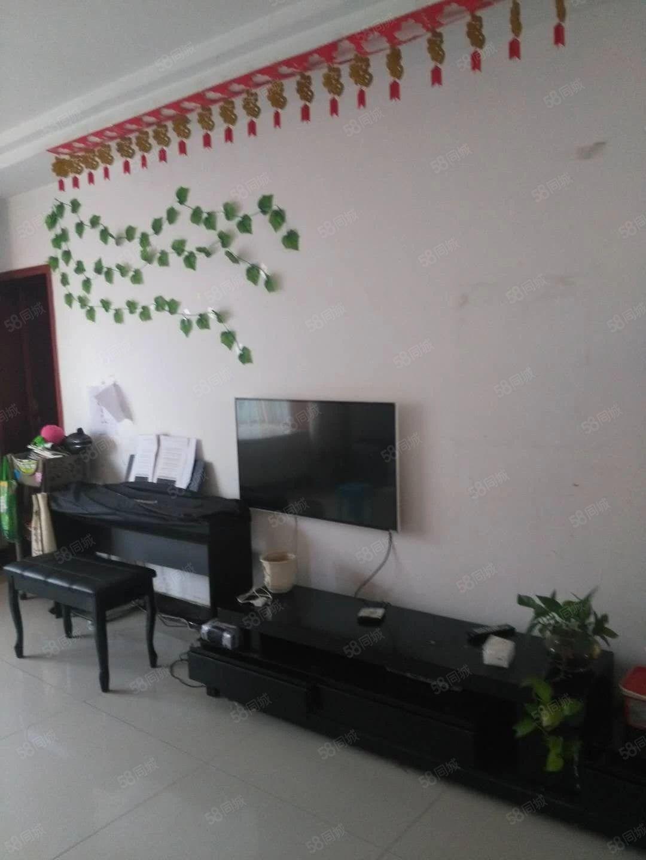 文化路附近,三室简单装修,家具齐全,拎包入住