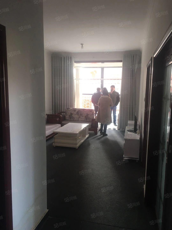 腾龙名都2室精装好房源,拎包入住。