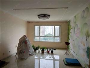 鸿顺观邸一期精装修,3室2厅2卫,月租1600,拎包入住。