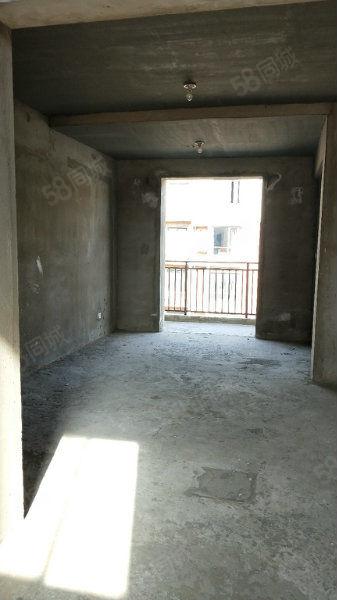 万达电梯超大复式有房产证随时过户随时看房送私家车位