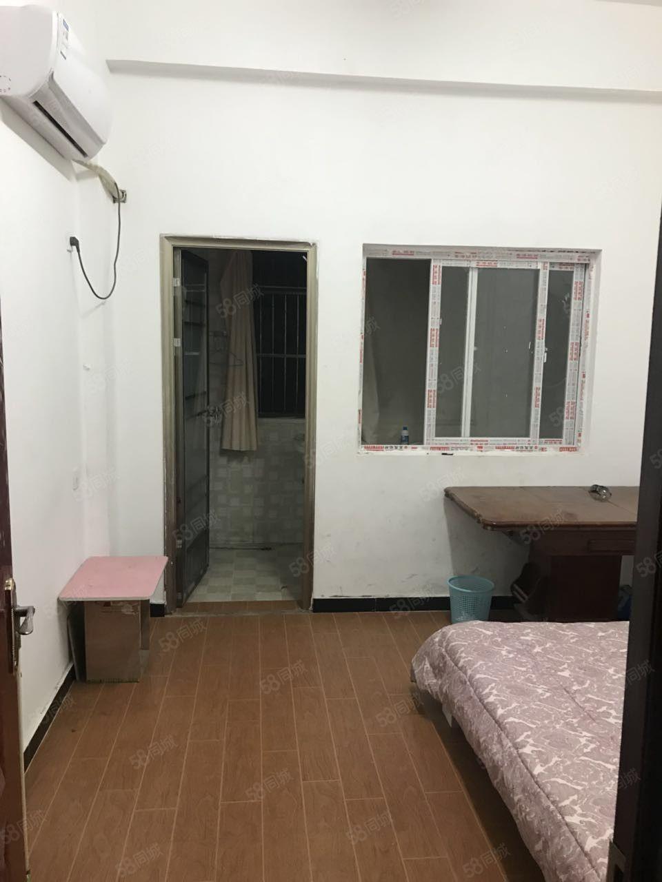 王土楼单身公寓单间带有独立卫生间,楼下可停车。