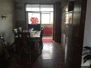 建安小区6楼,3室2厅1卫,精装修,拎包入住。