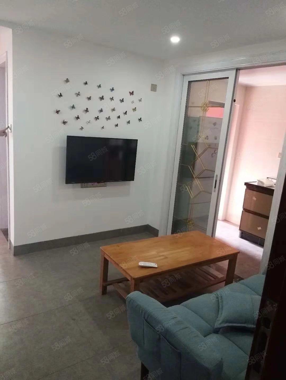 整租新都汇一房一厅拎包入住租金1500元每月