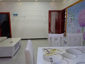 西门口4楼2室2厅新精装未入住,拎包入住,欢迎随时看房。